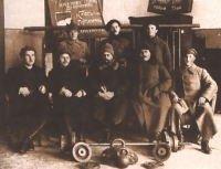 1920-ті. Спортивна секція. В центрі ректор В.Ф. Бобров
