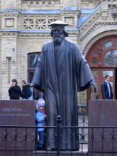 Кампус КПІ. Корпус № 4. Хімічний корпус, пам'ятник Д. Менделеєву