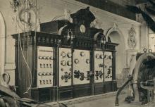 1903. Стенд