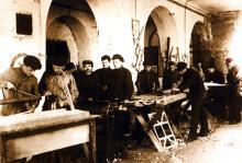 1925. Виготовлення студентами КПІ деталей планерів у столярній майстерні інституту