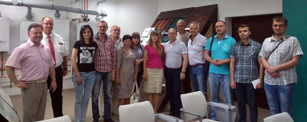 Учасники проекту в лабораторії розосереджених джерел енергії ІЕЕ
