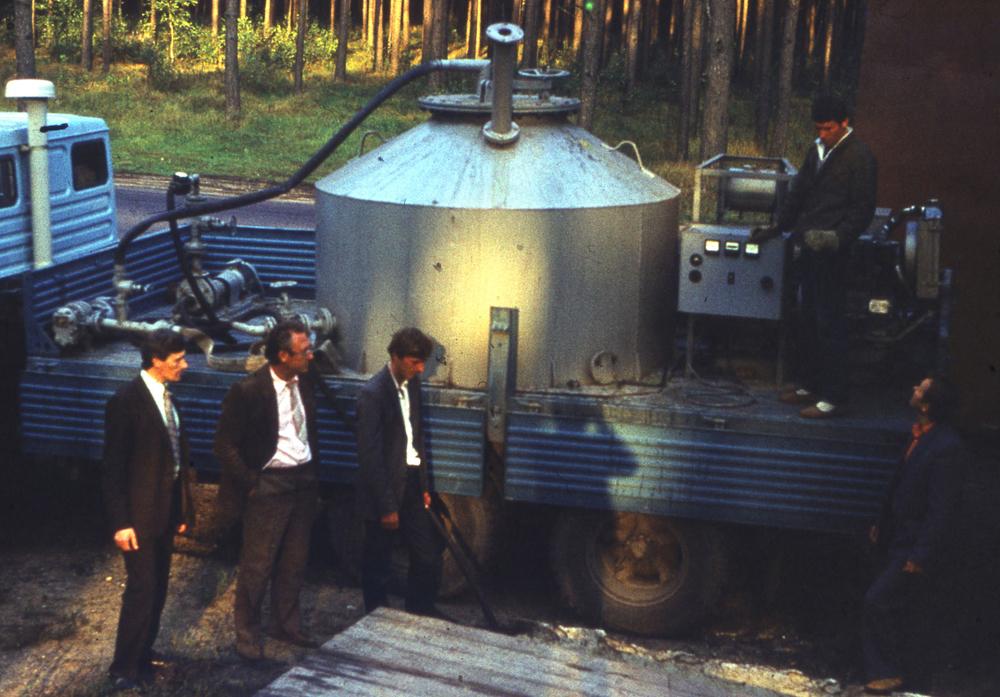 1986. Група дезактивації води  біля мобільної установки