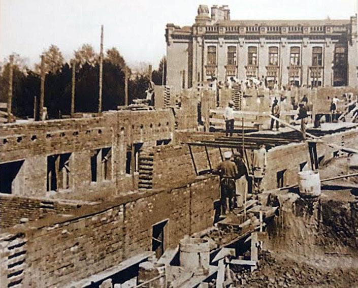1929 рік. Добудова хімічного корпусу КПІ
