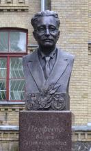 Кампус КПІ. Пам'ятник Войцеху Свєнтославському