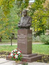 Кампус КПІ. Пам'ятник Люльєву Льву Веніаміновичу