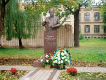 Кампус КПІ. Пам'ятник Люльці Архипу Михайловичу