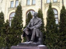 Кампус КПІ. Пам'ятник Євгену Патону